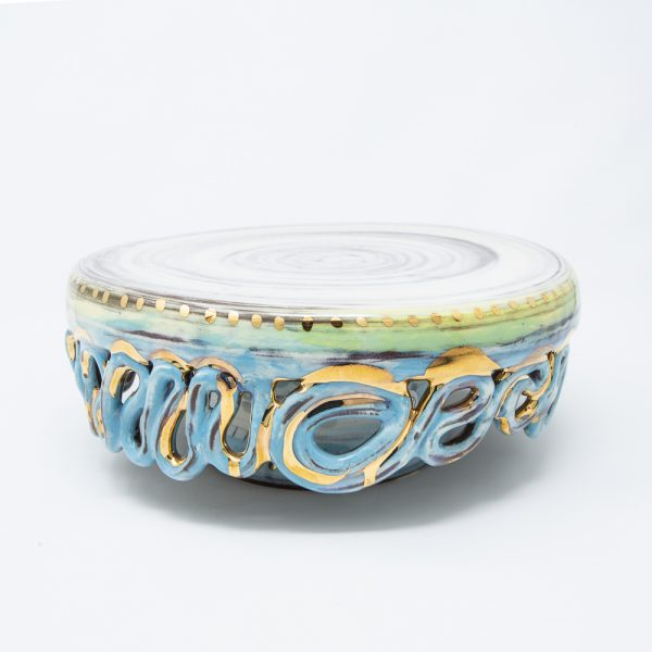 Ceramic cake stand with rippled skirt in blue and gold